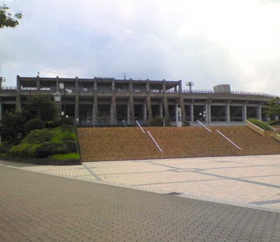 東平尾公園博多の森球技場(※スケートボードは禁止)
