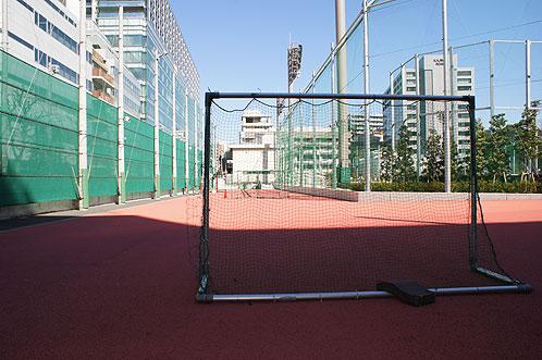 東京ドームの近くにあるサッカー場に隣接する広場